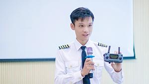 教官张荣森